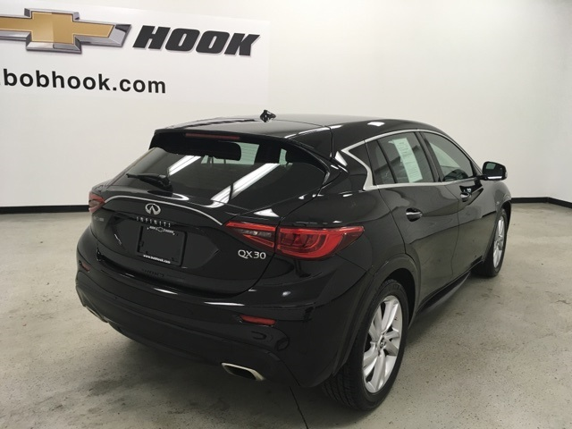 Pre-Owned 2017 INFINITI QX30 Luxury